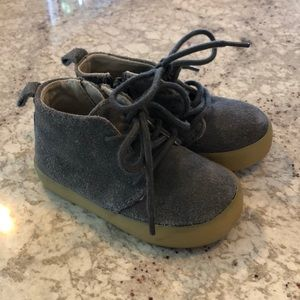 Baby Gap Gray suede shoes toddler 5